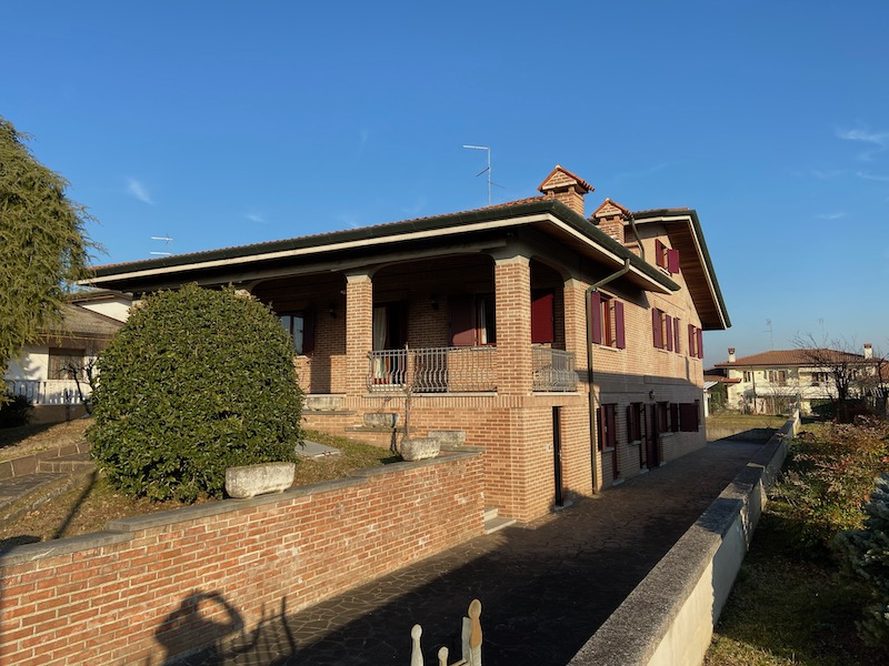 Single villa on sale - Palazzolo dello Stella